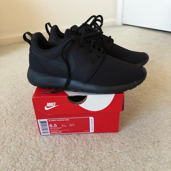 Nike Zapatos Brand Brand Brand New All Negro Roshe Una Zapatillas Poshmark a09cb6